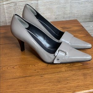 Naturalizer 6 1/2 pumps. Like New! Taupe Grey